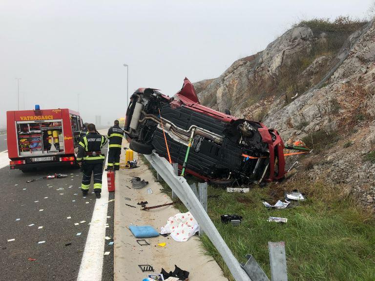 PUZ: Četiri poginule osobe, pet ozlijeđenih u prometnoj nesreći na A1
