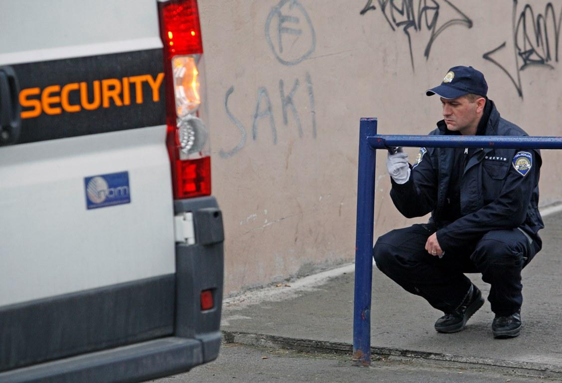policajci koji izlaze s prijestupnicimapočevši od druženja nakon razvoda